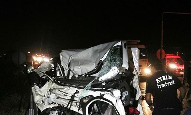 Kamyonetle traktör çarpıştı: 1 ölü, 2 ağır yaralı