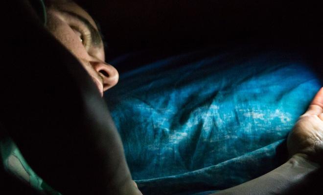 Teknolojik cihazlardan yayılan mavi ışığa dikkat!