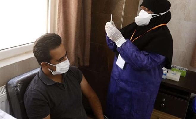 İran, yerli Covid-19 aşısını kullanmaya başladı