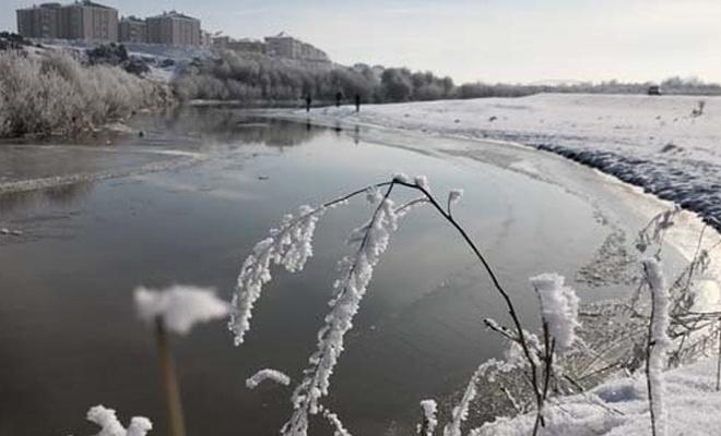 Kars eksi 15`i gördü akarsu donmaya başladı