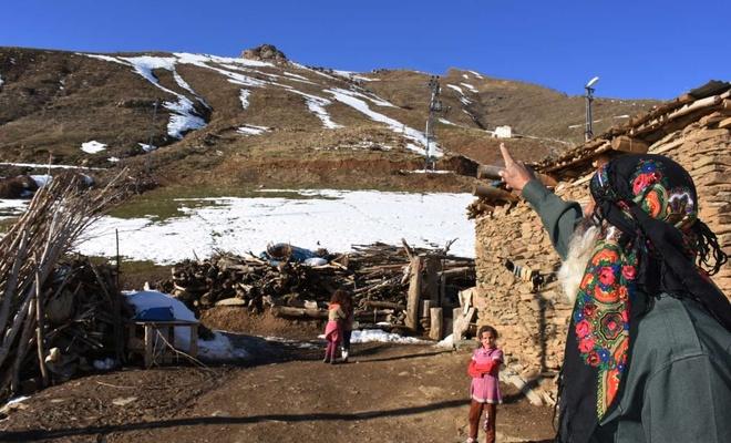 AFAD kapsamına alınan köyde kalan vatandaşlar yardım bekliyor