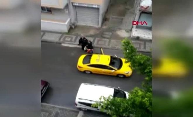 KOCAELİ Taksicinin almadığı hamile kadın sokakta doğum yaptı