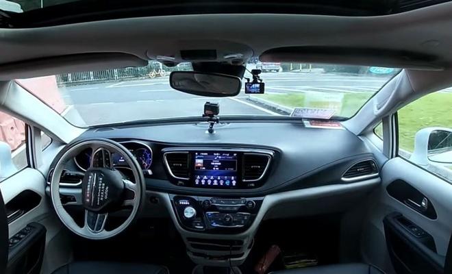 Sürücüsüz tam otonom taksiler Çin'de yollara çıktı