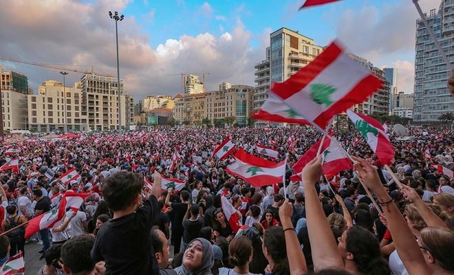 Lübnan sokağa döküldü!