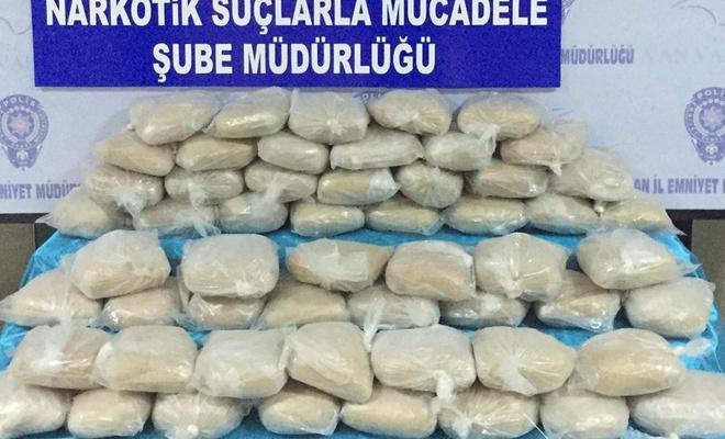 Uyuşturucu tacirlerine darbe: Bir ton uyuşturucu ele geçirildi!