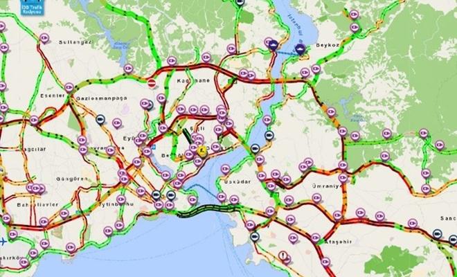 İstanbul'da yağmurla birlikte cuma trafiği kilitlendi