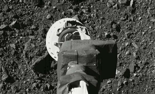 NASA: Uzay aracının topladığı taşlar kapsüle yerleştirildi