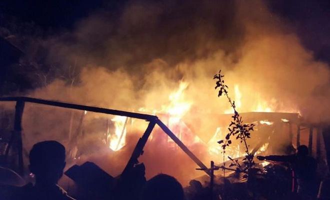 Çorum`da yangın: 5 ev kullanılamaz hale geldi