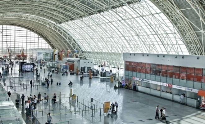 Havaalanında FETÖ'cüleri kaçırmaya çalışırken yakalandı