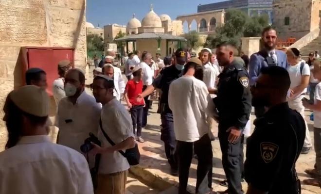 İşgalciler Mescid-i Aksa'ya saldırdı
