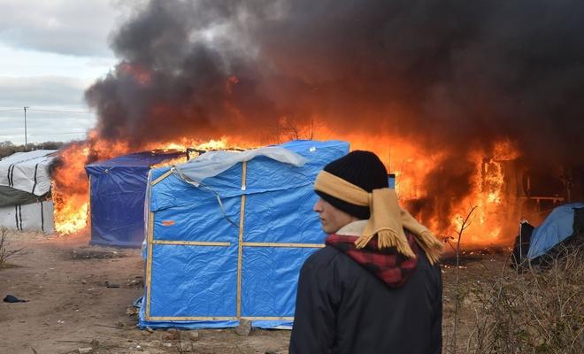 پلیس فرانسه اردوگاه آوارگان را سوزان&#1