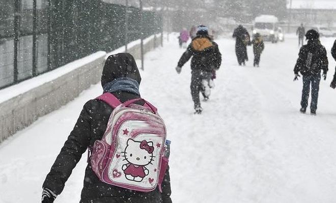 Pervari`de okullara kar tatili