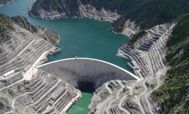 Deriner barajının bilinmeyen yönleri