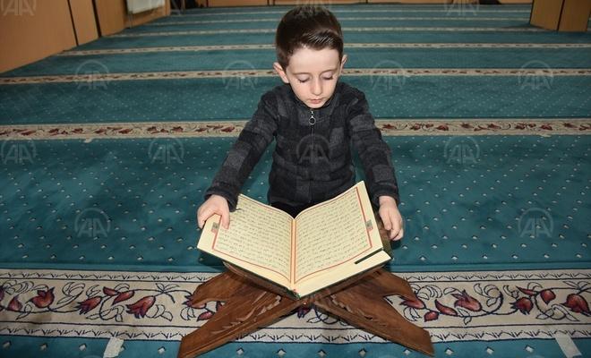 Hakkarili Abdulselam 4 yaşında Kuran-ı Kerim'i hatmetti