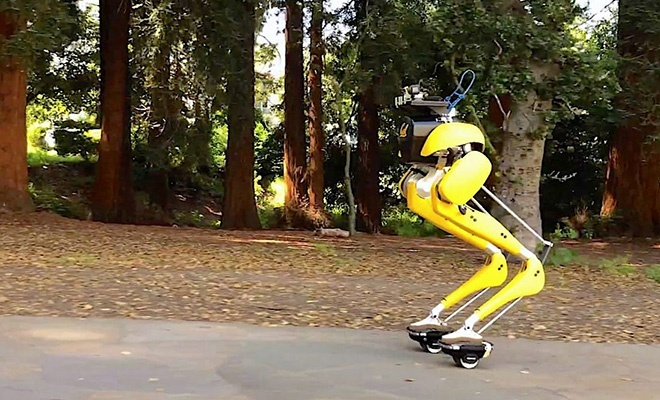 İki ayağı üzerinde paten kayan robot
