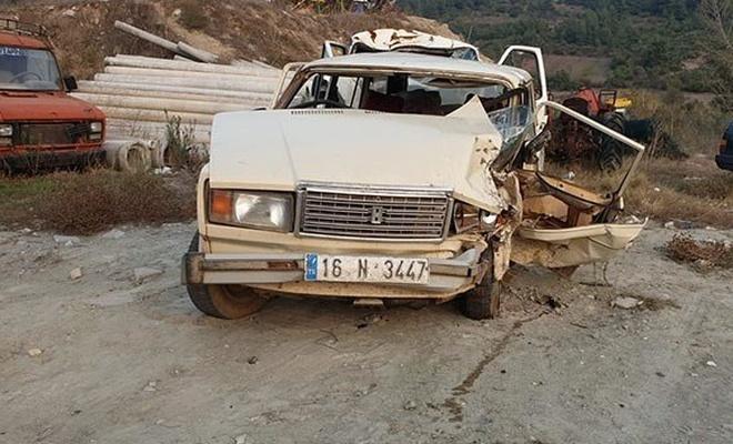 Bursa'da iki otomobil kafa kafaya çarpıştı: 1 ölü, 3 yaralı