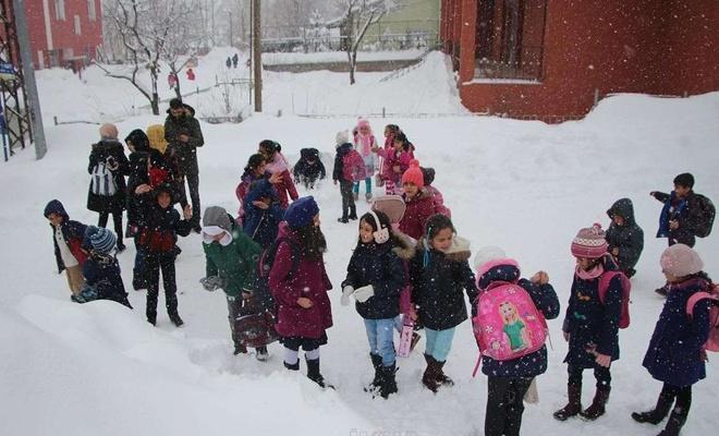 """Bir ilimizde eğitime """"kar"""" engeli"""