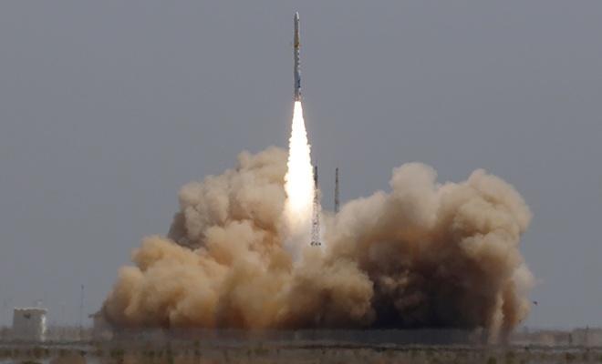 Çin'de ticari kullanımlı ilk taşıyıcı roket fırlatıldı