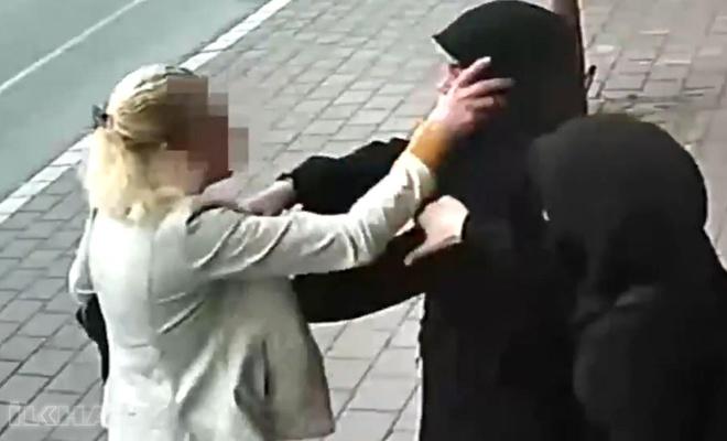 Başörtülülere saldıran kadına 'taciz ve darp'tan soruşturma