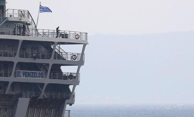 İspanya ve Türkiye'ye uğramış! İçinde Türkiyelilerin de olduğu gemi Yunanistan'da karantinaya alındı