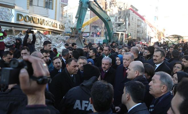 Cumhurbaşkanı Erdoğan, deprem bölgesinde incelemelerde bulundu