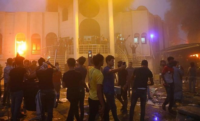 مقتل 16 شخصا جراء إطلاق النار على المتظاهرين في العراق