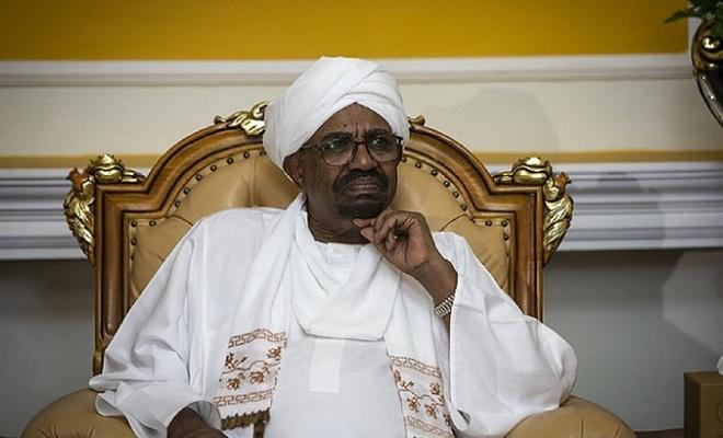 Sudan'da devrik Cumhurbaşkanı Beşir döneminde atanan 300 kamu çalışanının görevine son verildi