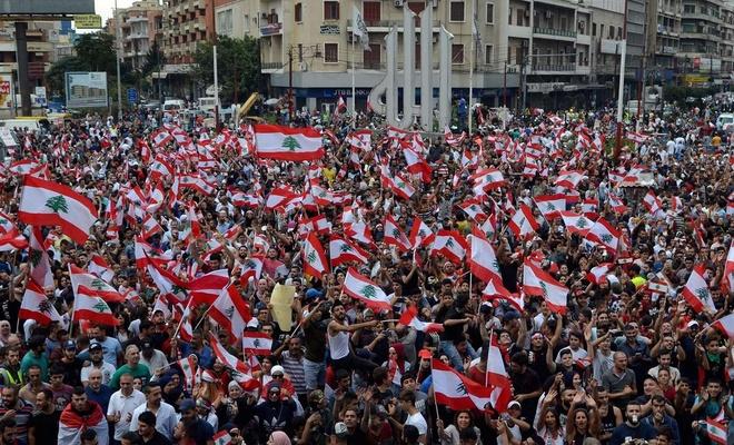 """Lübnan'da """"yolsuzluk"""" protestosu"""