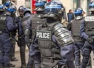 Fransa'da tesettür mayo giyen kadınlara ceza