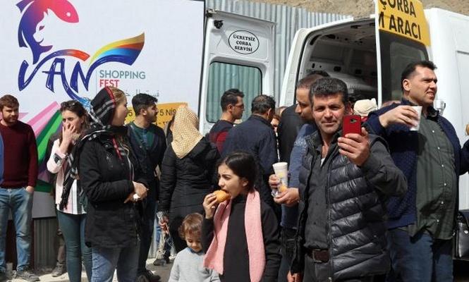 İranlı turistlere kapıda sıcak karşılama