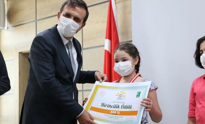 """""""Sağlıklı Nesil Sağlıklı Gelecek"""" yarışmasında dereceye girenler ödüllendirildi"""