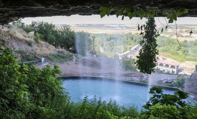 Diyarbakır'da akar hale getirilen tarihi Fiskaya Şelalesi'yle muhteşem görüntüler ortaya çıktı