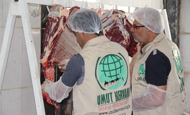 Umut Kervanı yetim ve muhtaç ailelere kurban eti ulaştırmayı sürdürüyor