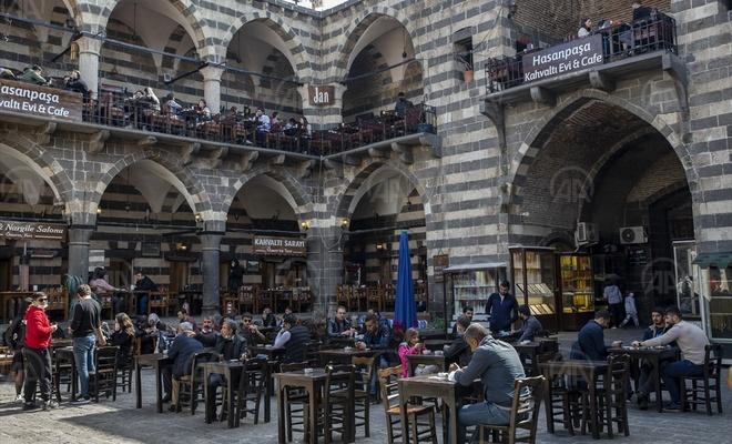 """Diyarbakır'da """"kısıtlamasız"""" ilk pazar hareketliliği"""