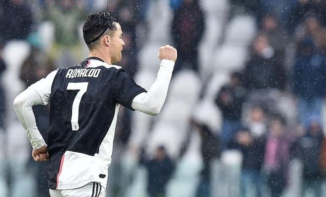 Futbol tarihinin en golcü oyuncusu oldu