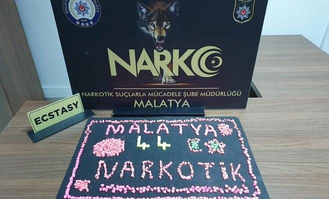Malatya'da kayısı bahçesine gizlenen uyuşturucu hap ele geçirildi