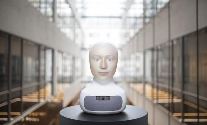 Yapay zekaya sahip robot, iş görüşmesi gerçekleştiriyor