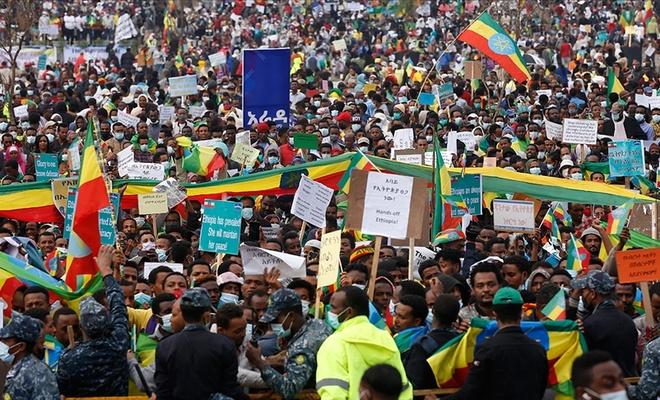 Etiyopya'da karışıklıklar sonucu yaklaşık 100 bin kişi yerinden oldu