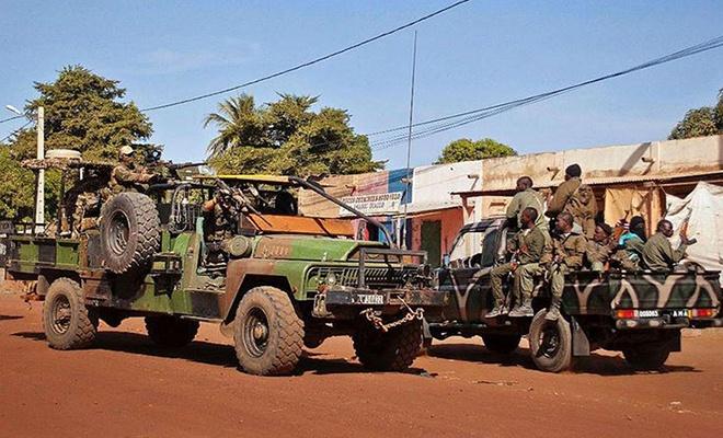 Mali'de köye saldırı: 95 ölü!