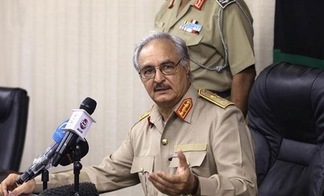 Halife Hafter askeri yetkilerini devretti!