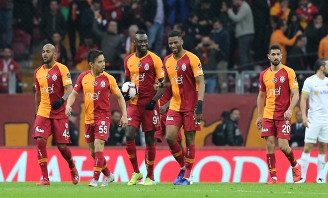 Galatasaray işi ilk yarıda bitirdi