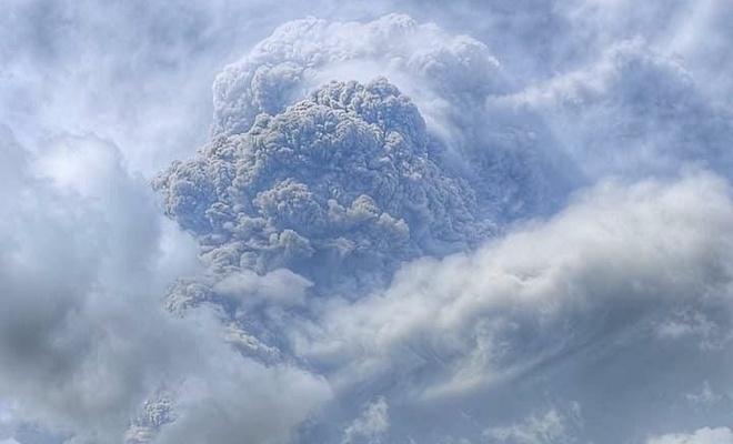 La Soufriere Yanardağı 2 günde 3 kez patladı, kül yağdı