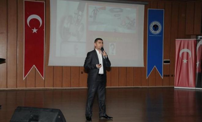 """""""Sağlıkta İletişimsizlik ve Şiddet"""" konulu konferans düzenlendi"""