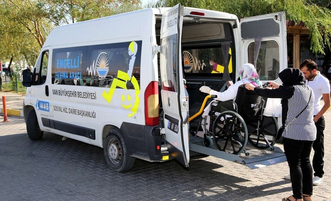 Van'da hastalar evlerinden alınıp tedavisinden sonra tekrar evlerine bırakılıyor