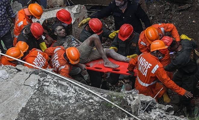 Hindistan'da bina çöktü! 8 kişi hayatını kaybetti