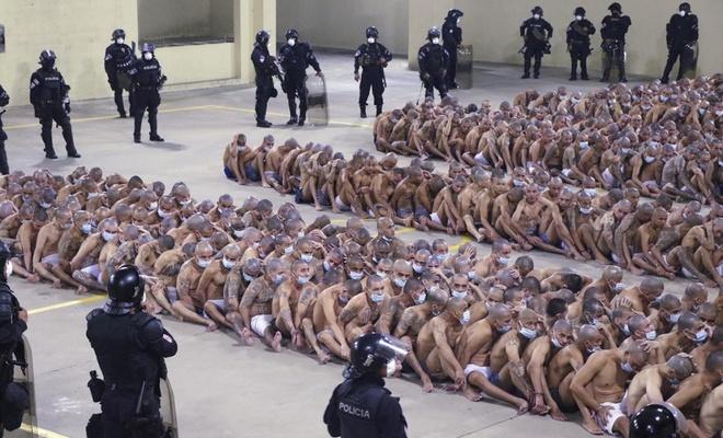 El Salvador'da çete üyelerine hücre cezası
