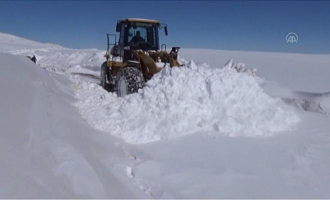 Doğu'da kardan dolayı kapalı olan yollar açılıyor