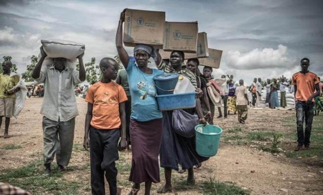 İnsanlar Uganda sınırına yürüyor.. Sayı 350 bine ulaştı