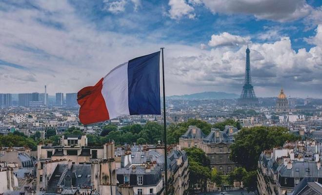 Fransa'da yarından itibaren sokağa çıkma yasağı uygulanacak