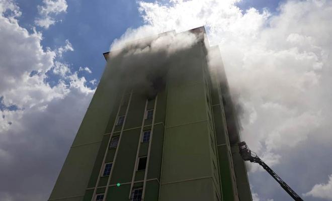 Gaziantep'te apartmanda çıkan yangında 16 kişi dumandan etkilendi